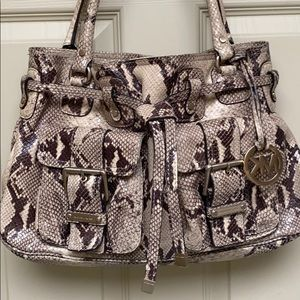 🍁👜🍂 MICHAEL KORS DRAWSTRING SATCHEL